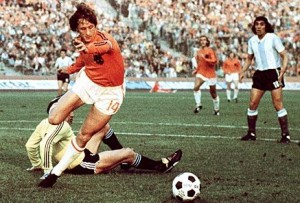 Cruyff's Paradox: Is tiki-taka simple or complex?
