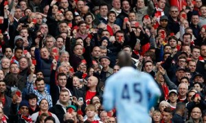 Arsenal fans show Manchester City's Mario Balotelli red cards