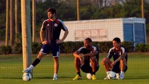 Juninho, Cahill, Henry