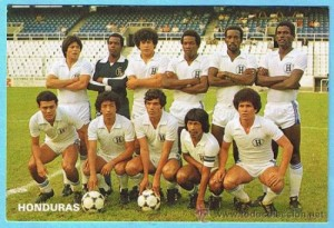 Honduras-82-unknown-home-kit-white-white-white-line-up-e1381933718935