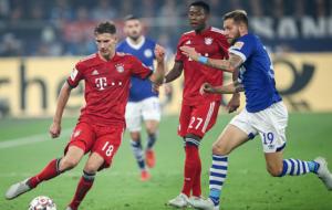 Plain sailing for Bayern Munich's Kovac as Schalke 04's Tedesco suffers